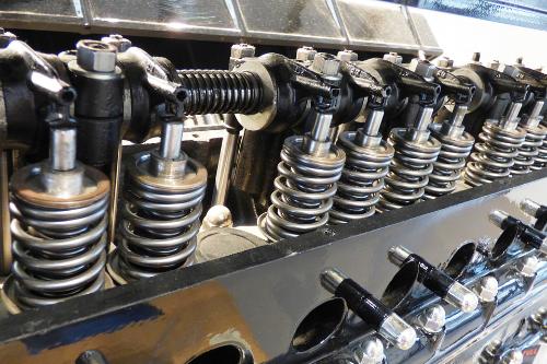 Unsere Oberflächenlösungen funktionalisieren Leichtmetalle dahingehend, dass sie schwerere Komponenten im Automobilbau mühelos substituieren können.