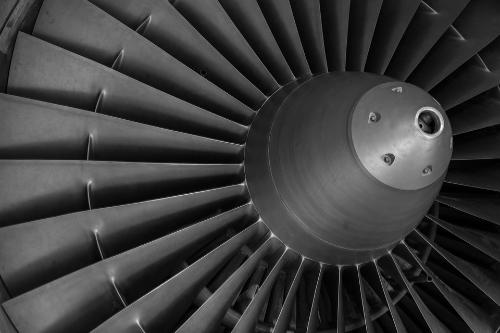 Luft-und Raumfahrt: Hier geht es vor allem um Verschleiß - und Korrosionsschutz, Gewichtsreduktion und optische sowie elektrische Funktionsschichten.